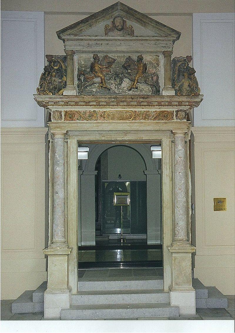 Ädikule, Nische, die von Gesims tragenden Säulen flankiert wird.
